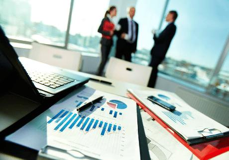 expert-comptable qui accompagne un créateur d'entreprise